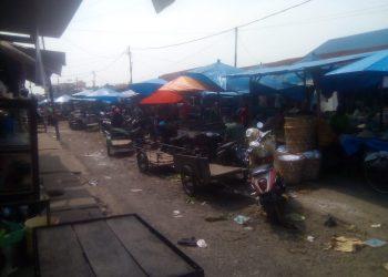 Suasana Pasar Horas Pematangsiantar sepi. (Foto: Bang Lahi -LNT)
