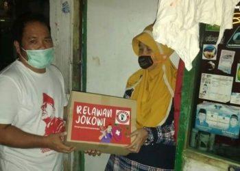 Bantuan paket beras dari Pospera adalah wujud bentuk solidaritas rakyat melawan virus Korona. (Foto Affan)