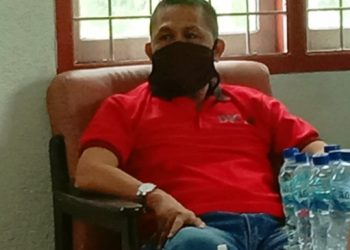 kadis Hartawan Halawa saat di wawancarai reporter